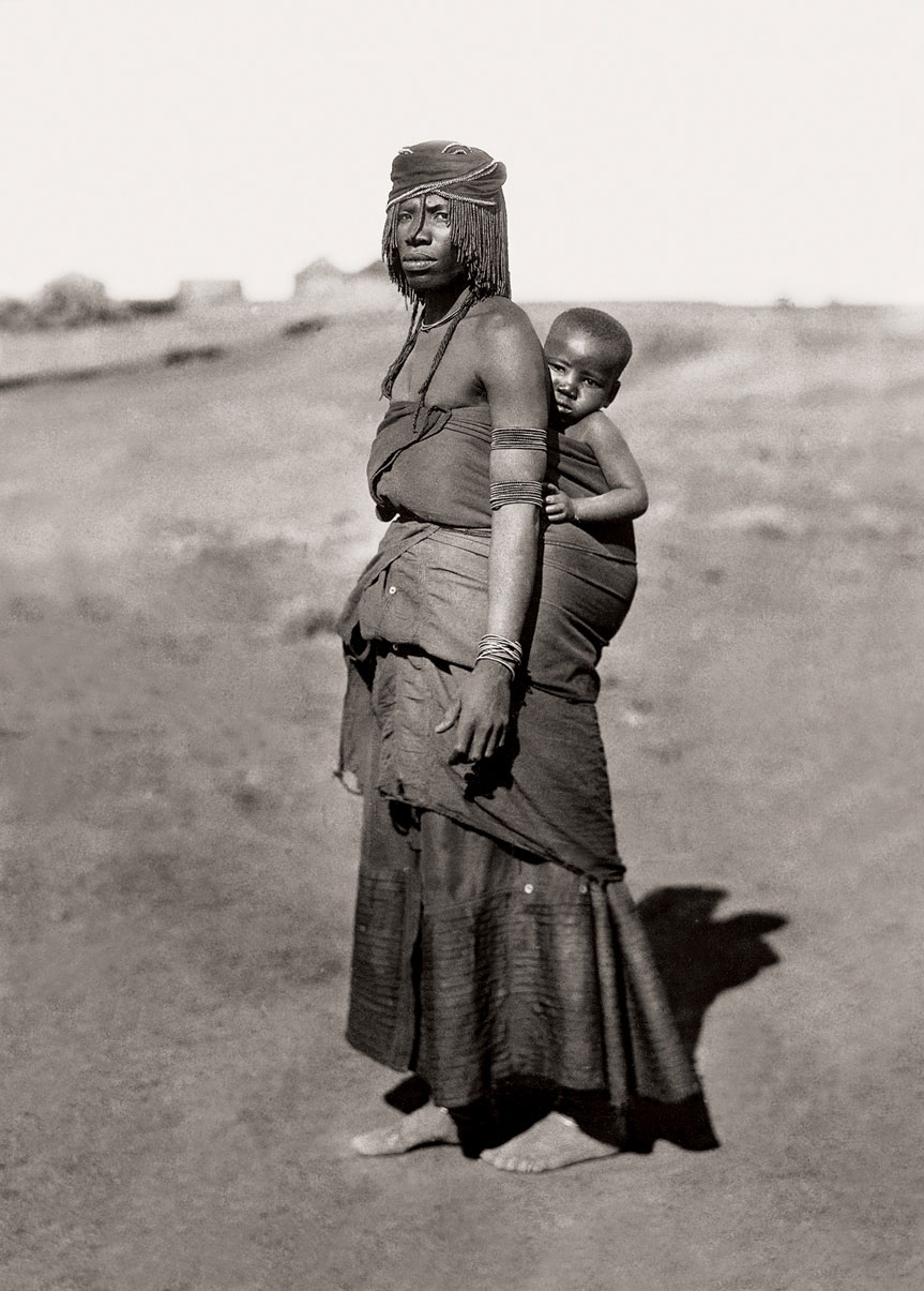 Mpondomise mother and child, Qumbu district. (Duggan-Cronin, 2007. Pg. 21, Plate 7)