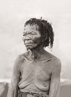 Oud Lys, a San woman, Mount Temple, Langeberge, Northern Cape. (Duggan-Cronin, 2007. Pg. 12, Plate 4)